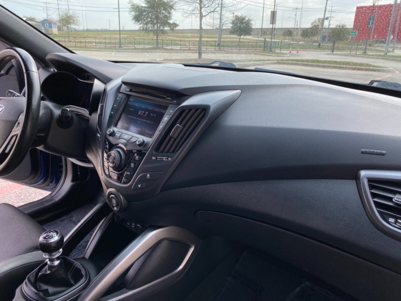 Hyundai Veloster 2016 price $13,987