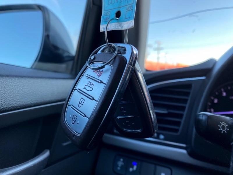 Hyundai Elantra 2017 price $13,997