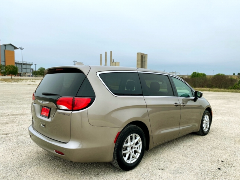 Chrysler Pacifica 2017 price $15,997