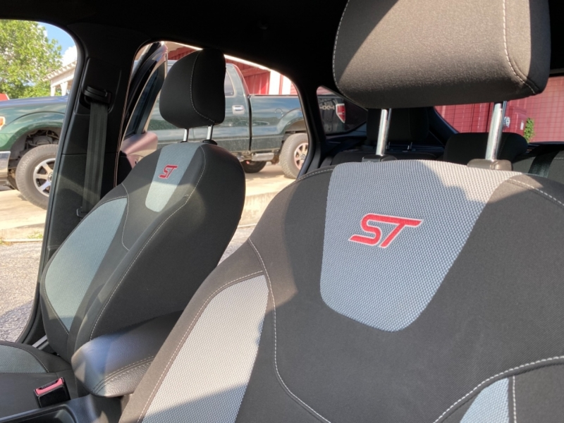 Ford Focus 2015 price $15,997