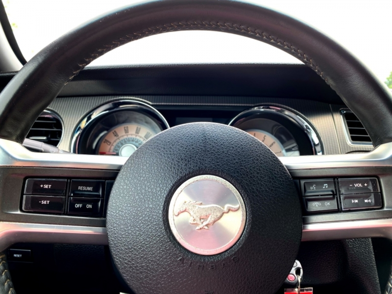 Ford Mustang 2010 price $14,997