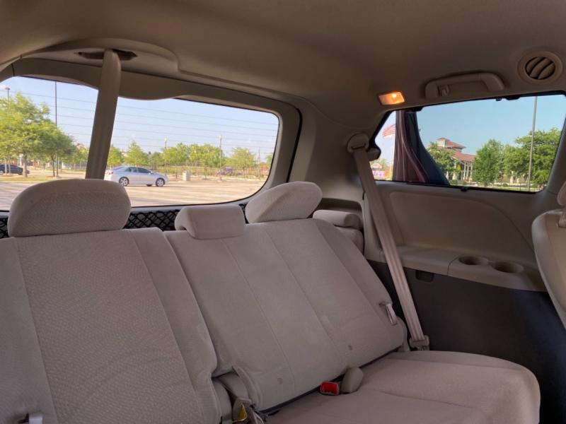 Toyota Sienna 2011 price $12,997