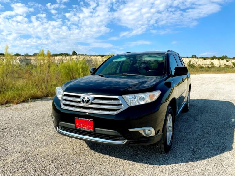 Toyota Highlander 2012 price $15,977