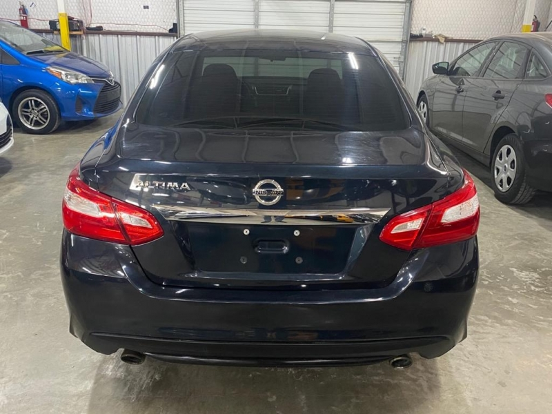 Nissan Altima 2017 price $8,999