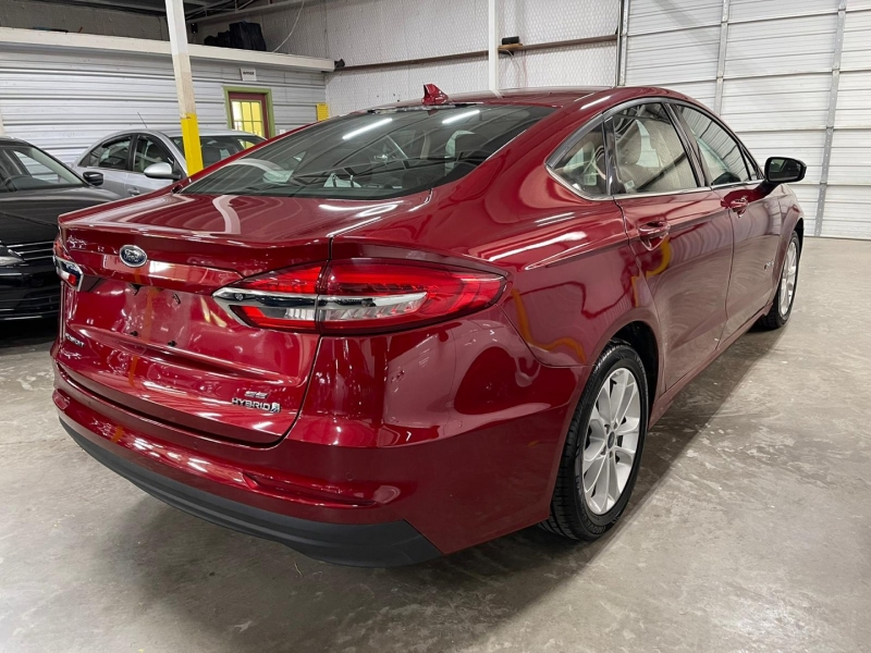Ford Fusion Hybrid 2019 price $17,999