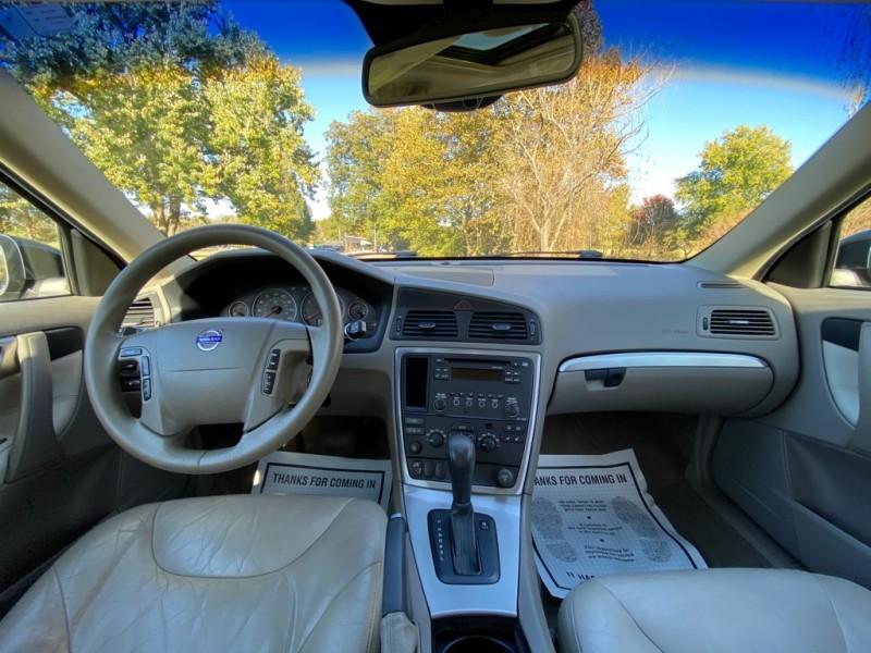 Volvo V70 2007 price $3,145