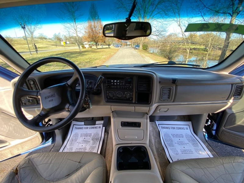 GMC Yukon XL 2001 price $4,250