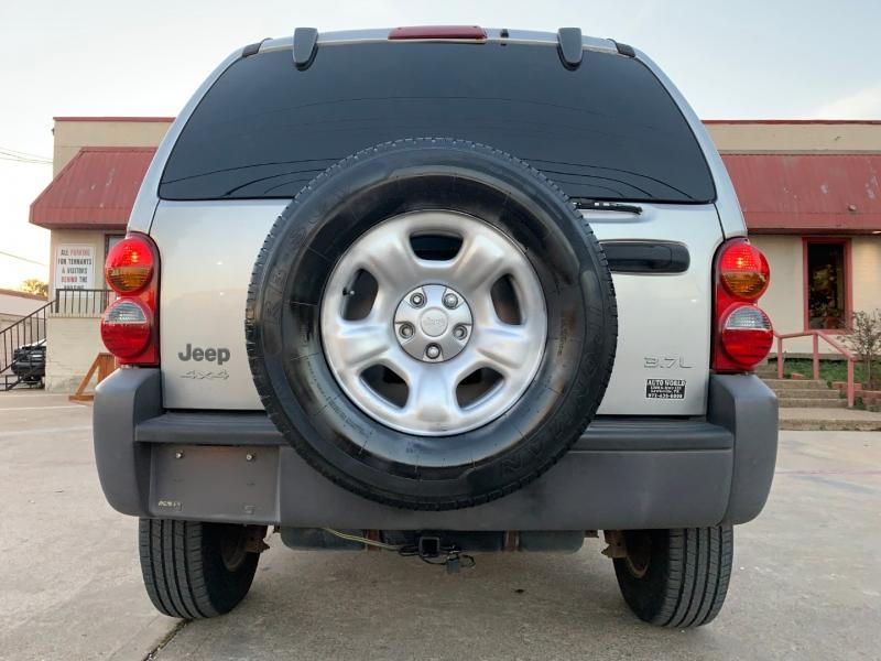 Jeep Liberty 2003 price $2,600