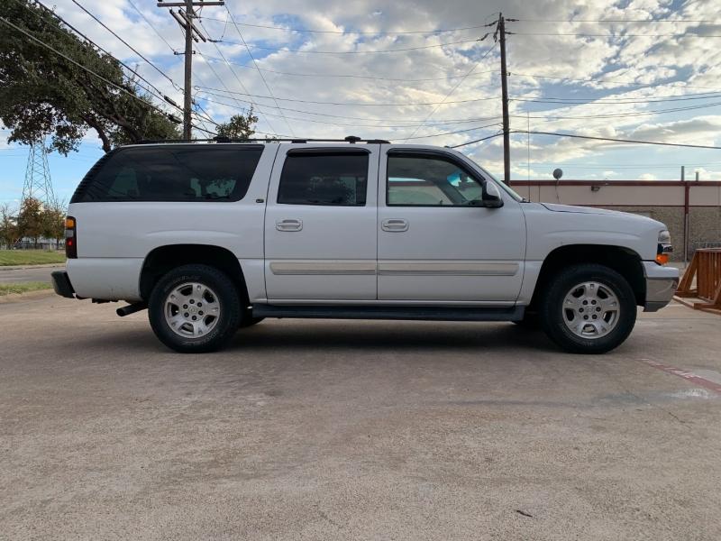 Chevrolet Suburban 2004 price $2,950