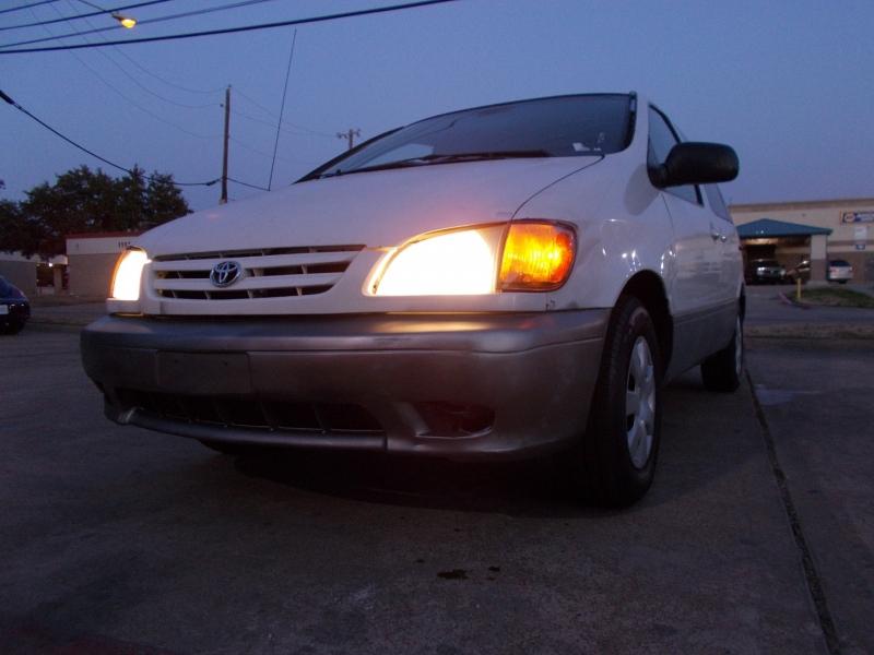 Toyota Sienna 2002 price $2,200