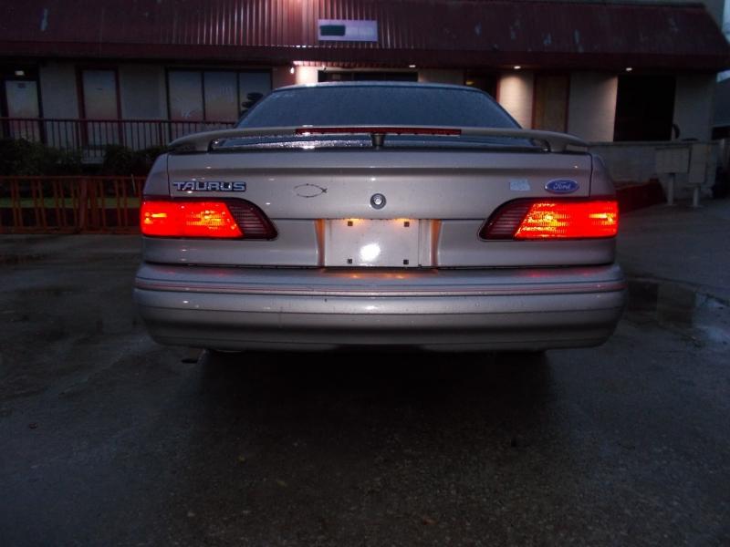 Ford Taurus 1995 price $1,800