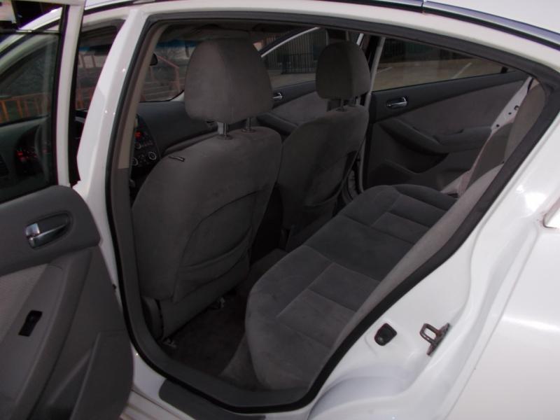 Nissan Altima 2007 price $2,400