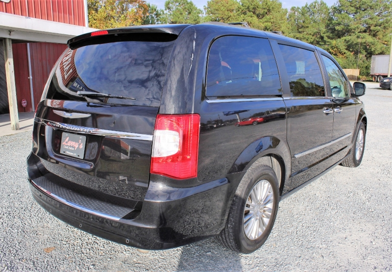 Chrysler Town & Country 2015 price $14,250