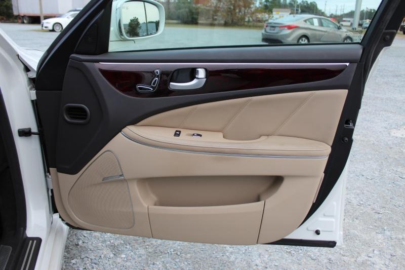 Hyundai Equus 2012 price $13,900