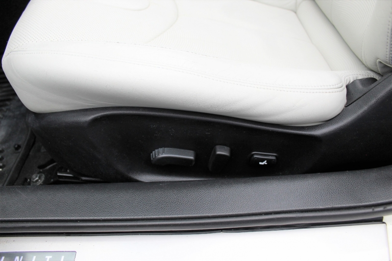 Infiniti G37 Convertible 2010 price $12,400