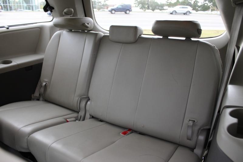 Toyota Sienna 2014 price $18,500
