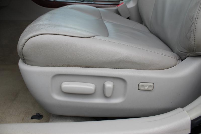 Toyota Avalon 2011 price $12,400