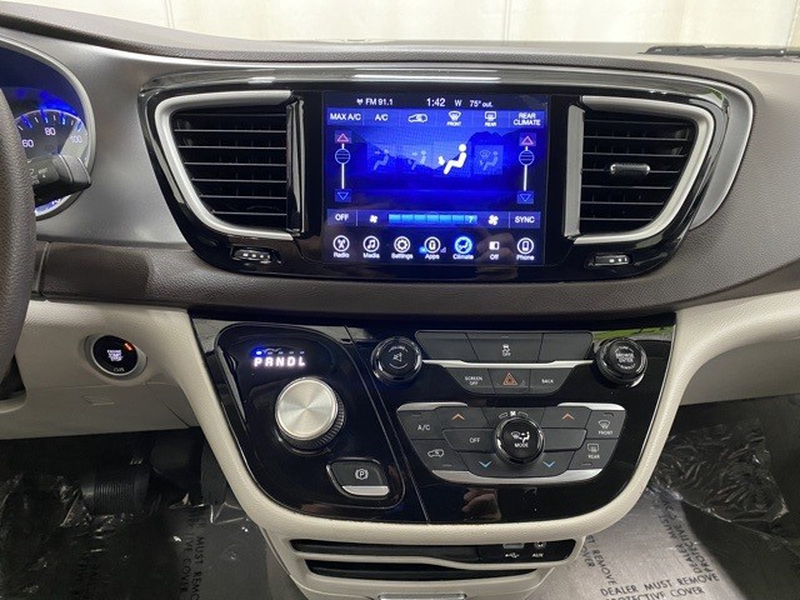 Chrysler Pacifica 2017 price Call for Pricing.