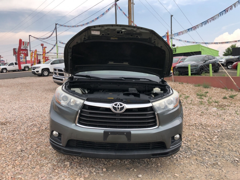 Toyota Highlander 2015 price Call for Pricing.