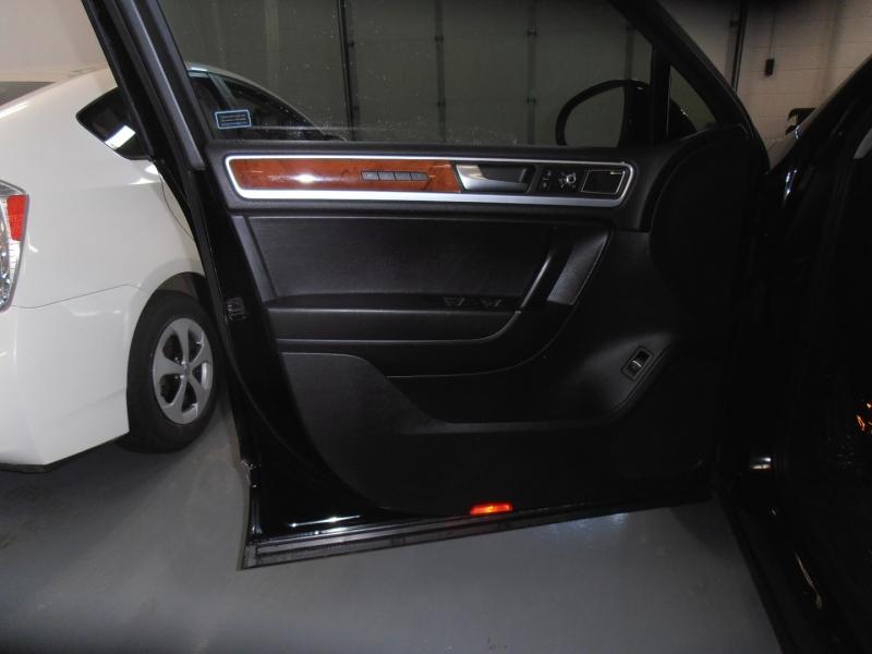 Volkswagen Touareg 2012 price $14,998