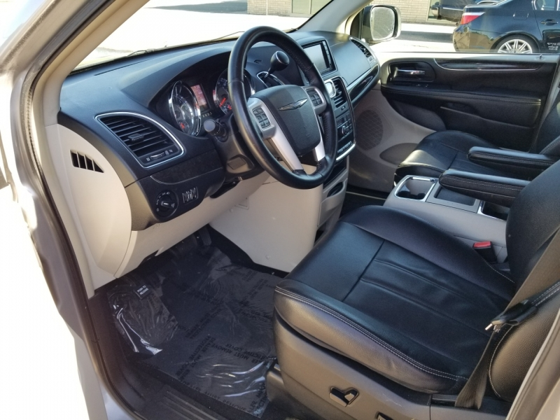 Chrysler Town & Country 2014 price $8,998