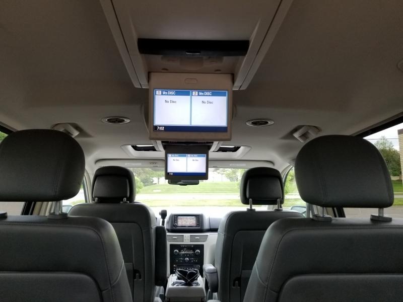 Volkswagen Routan 2011 price $4,998