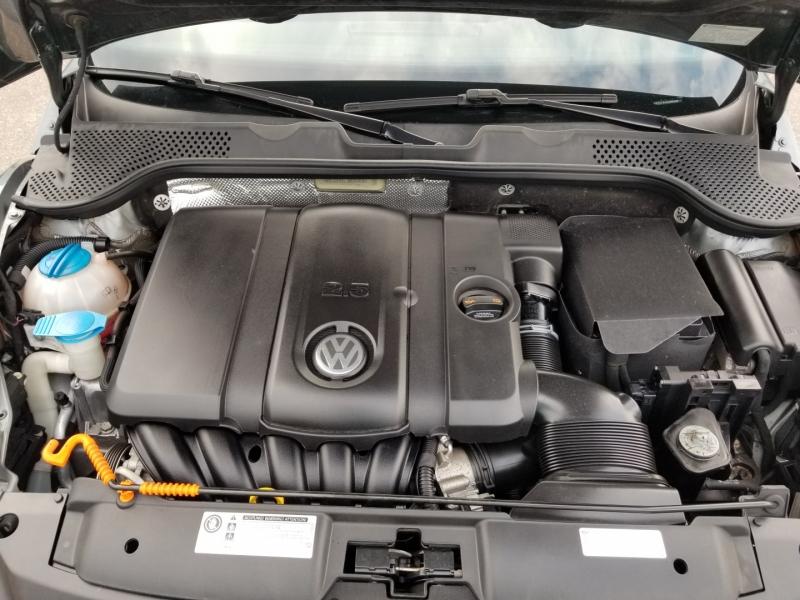 Volkswagen Beetle Convertible 2013 price $15,998