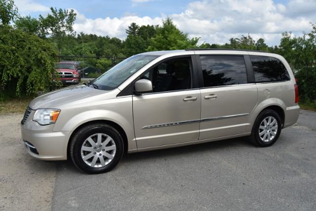 Chrysler Town & Country 2015 price $5,555