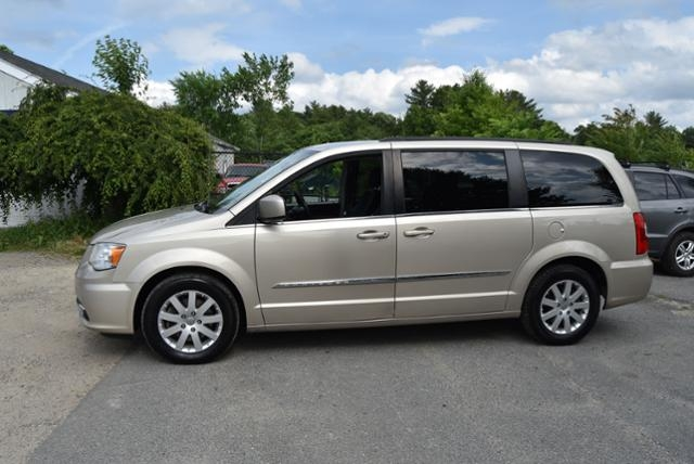 Chrysler Town & Country 2015 price $5,999