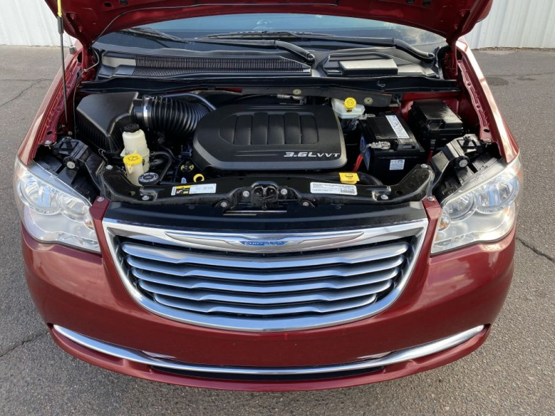 Chrysler TOWN & COUNTRY 2015 price $8,800