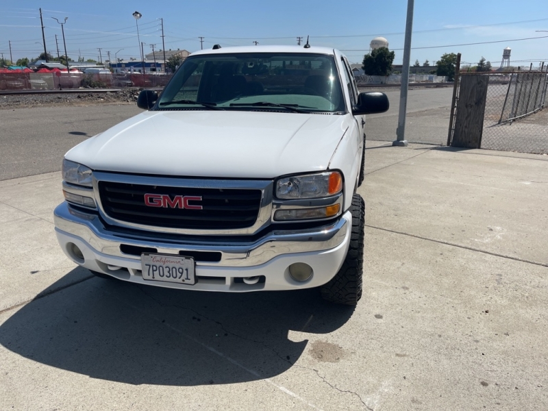 GMC NEW SIERRA 2004 price $9,999