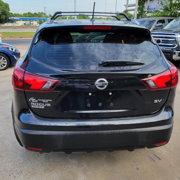 Nissan Rogue 2017 price $17,450