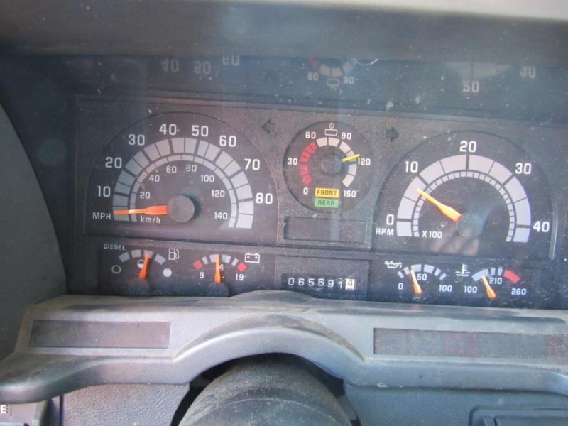 Chevrolet CC7H042 2001 price $15,995