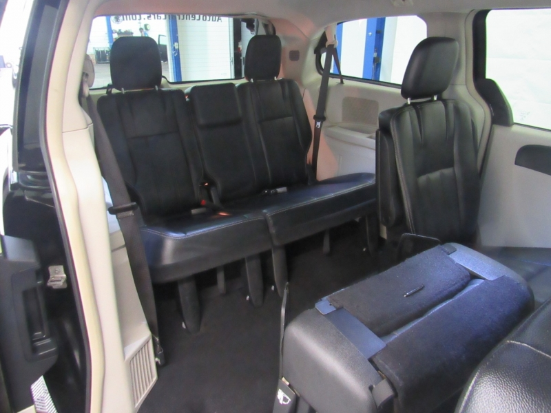 Chrysler Town & Country 2015 price $10,995