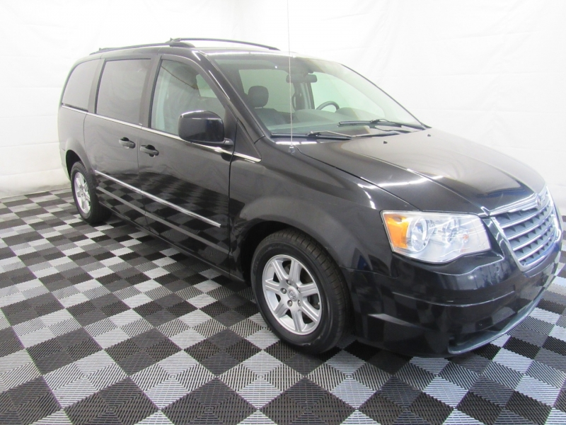 Chrysler Town & Country 2010 price $5,695