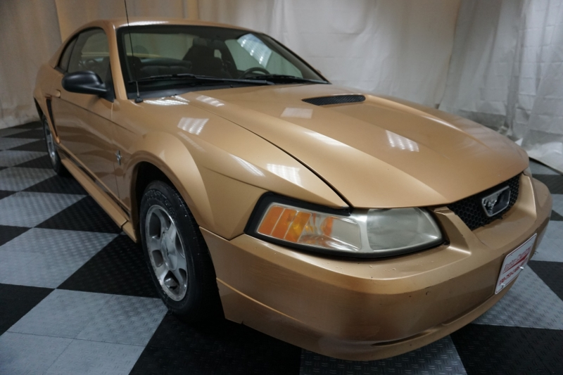 Ford Mustang 2000 price $2,500