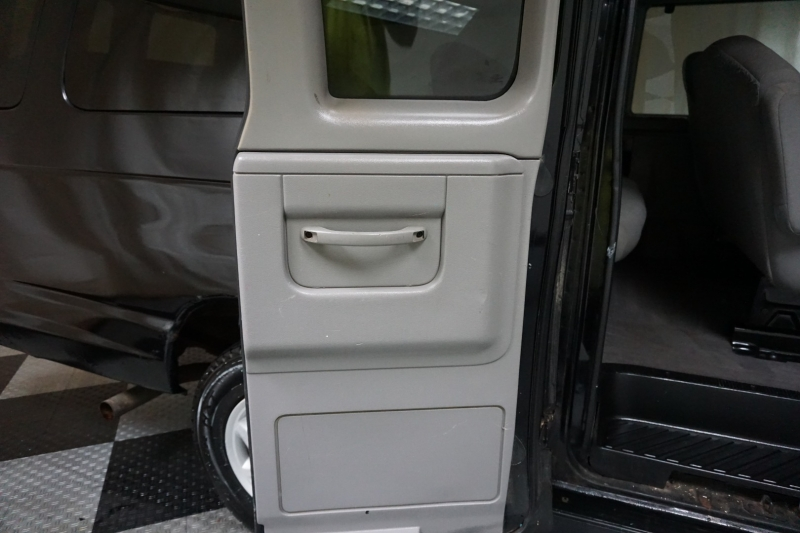 Ford Econoline Wagon 12 Passenger 2002 price $3,995