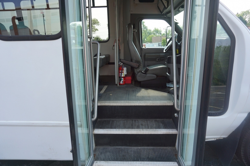 Ford Econoline Commercial Cutaway 2012 price $12,995