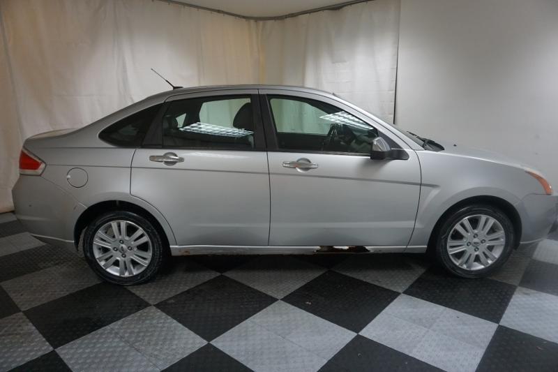 Ford Focus 2011 price $2,995