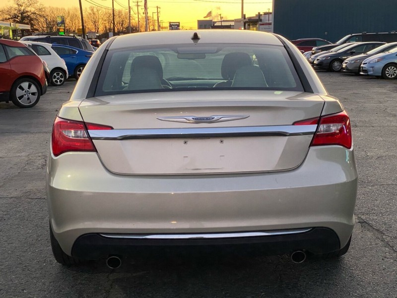 Chrysler 200 2013 price $5,998