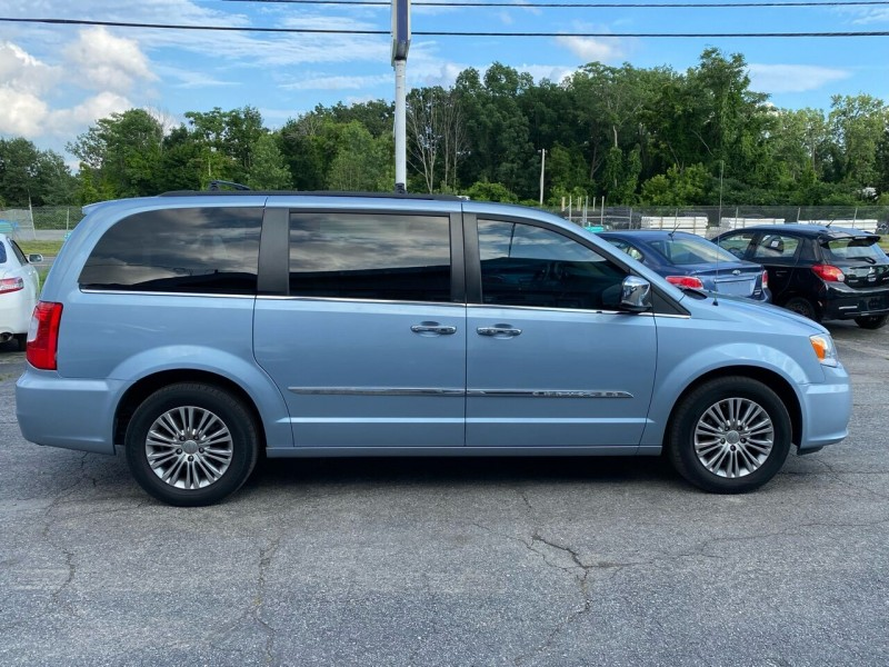 Chrysler Town and Country 2013 price $11,495