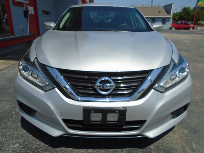 Nissan Altima 2017 price $9,495