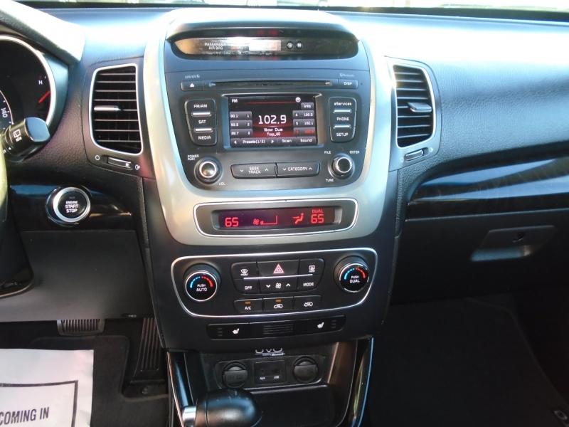 Kia Sorento 2015 price $9,995