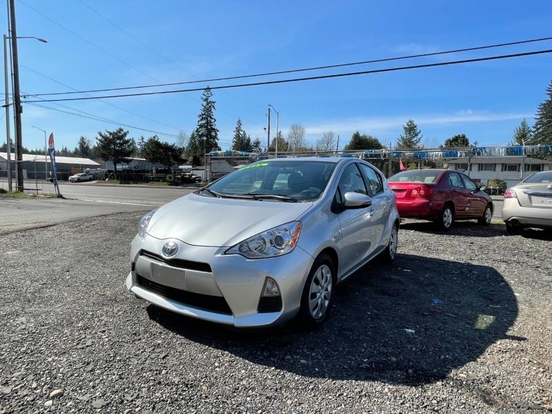 Toyota Prius c 2013 price $6,000 Cash