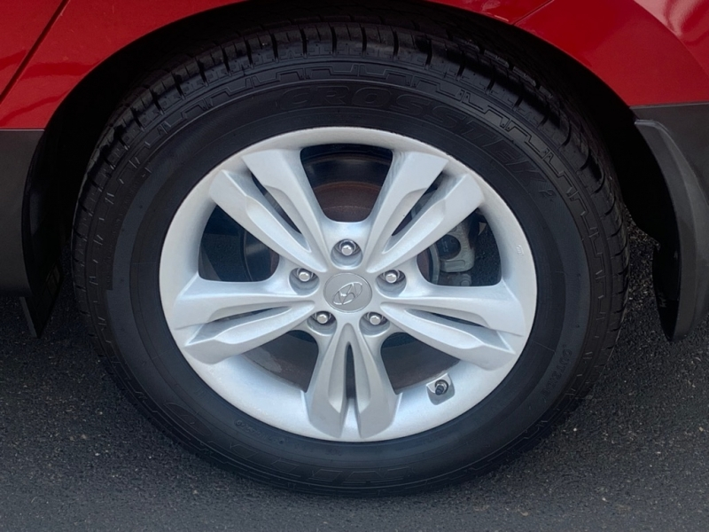 Hyundai Tucson 2011 price $14,995