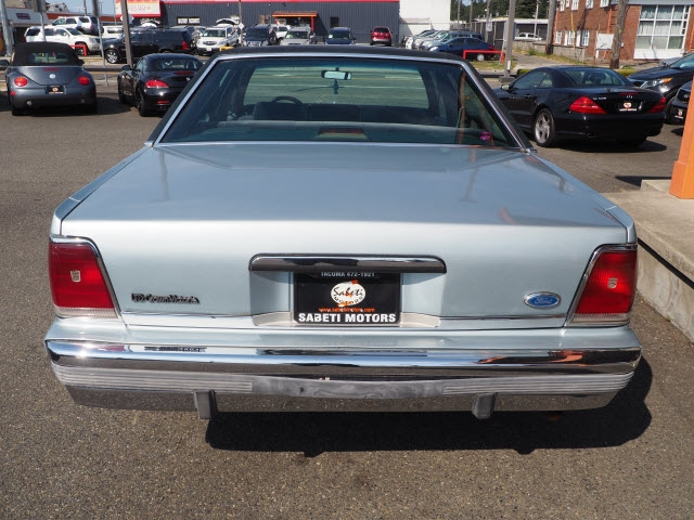 Ford Crown Victoria 1990 price $4,990