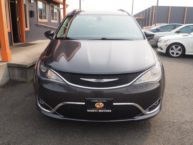 Chrysler Pacifica 2017 price $18,990