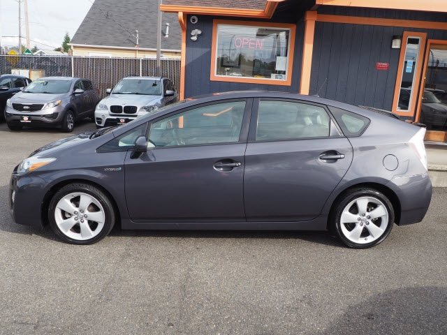 Toyota Prius 2010 price $9,990