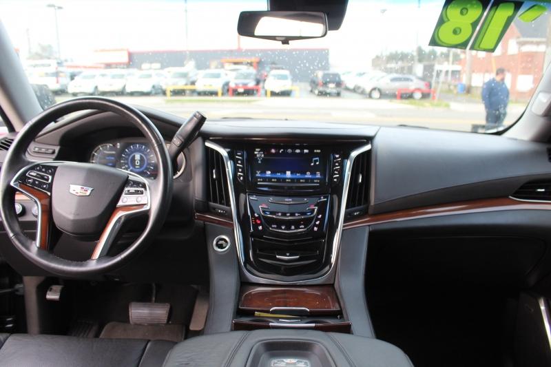 Cadillac Escalade ESV 2018 price $52,777
