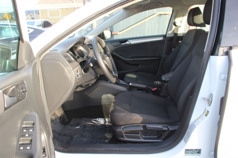 Volkswagen Jetta 2015 price $7,990